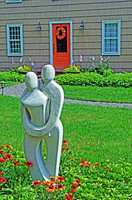 Modern statue depicting a lovely couple